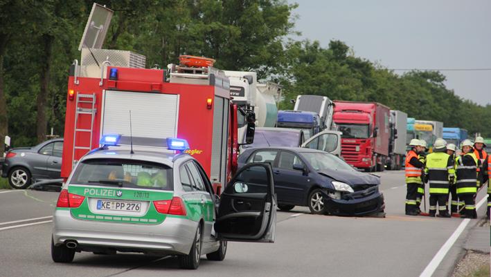 27-06-2013 b12 jengen frontalzusammenstoss unfall feuerwehr-jengen poeppel new-facts-eu20130627 titel
