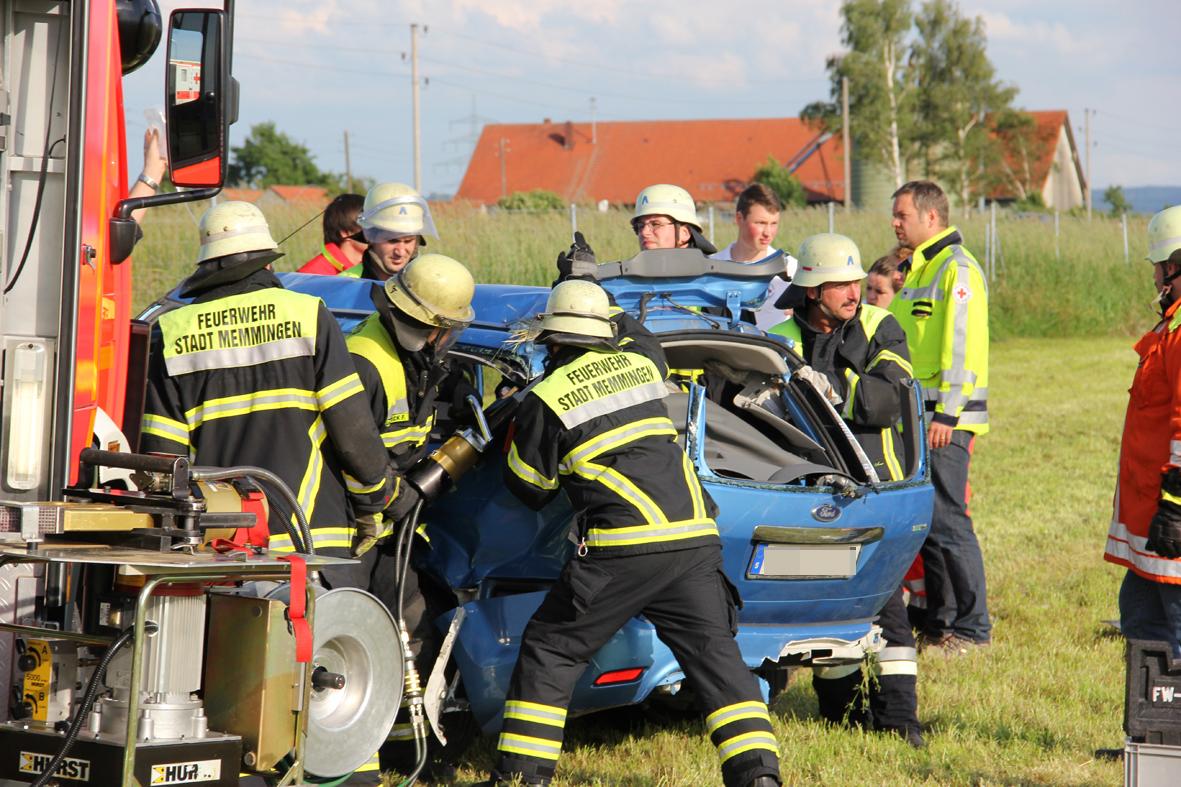 02-07-2013 bab-a7 memmingen woringen kleintransporter pkw verletzte uberschlag feuerwehr-memmingen poeppel new-facts-eu20130702 0014