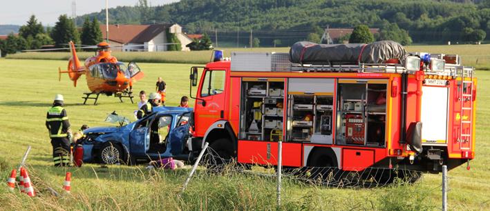 02-07-2013 bab-a7 memmingen woringen kleintransporter pkw verletzte uberschlag feuerwehr-memmingen poeppel new-facts-eu20130702 titel