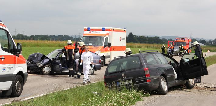 05-07-2013 b18 memmingen-buxach volkratshofen unfall frontalzusammenstoss feuerwehr poeppel new-facts-eu20130705 titel
