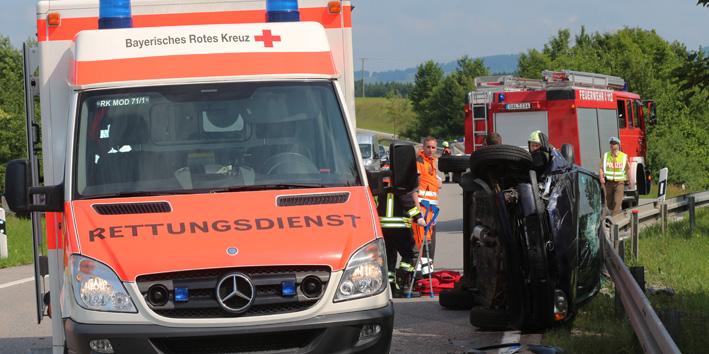 06-07-2013 b16 rosshaupten lechbruck unfall verletztefeuerwehr-rosshaupten bringezu new-facts-eu20130706 titel