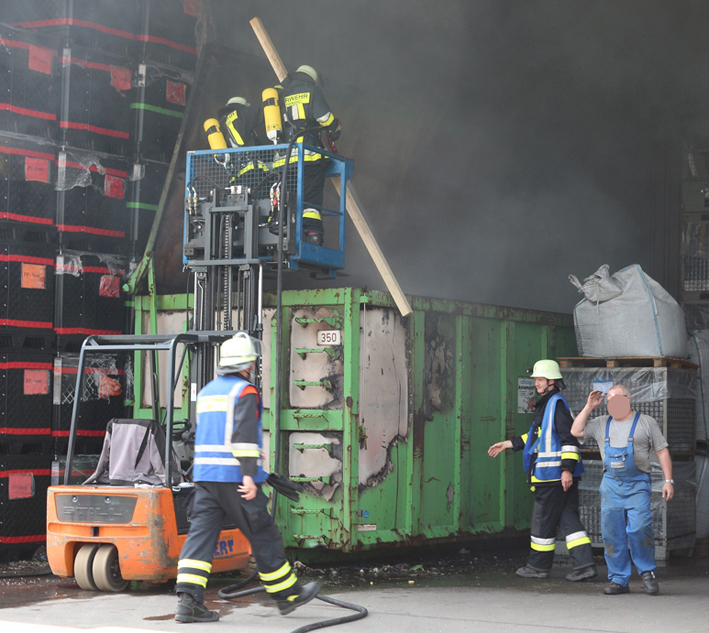 09-07-2013 ostallgau unterthingau brand container feuerwehr-thingau bringezu new-facts-eu20130709 titel