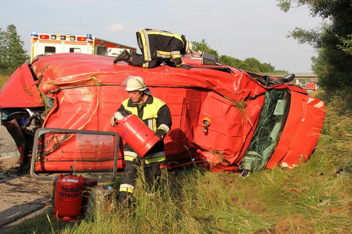 09-07-2013 bab-a96 erkheim stetten unfall uberschlag feuerwehr-erkheim poeppel new-facts-eu20130709 titel