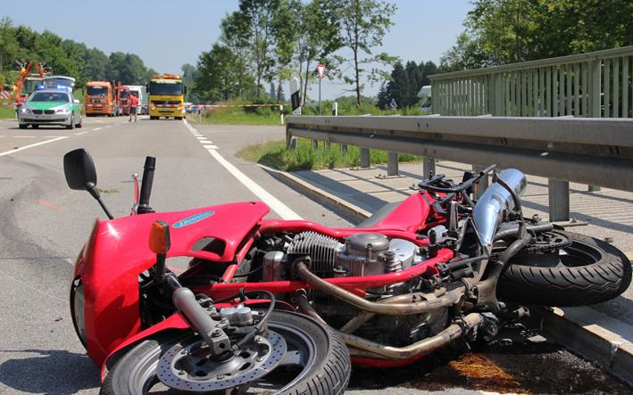 22-07-2013 b310 oy-mittelberg motorradunfall pkw schwerverletzt poeppel new-facts-eu20130722 titel