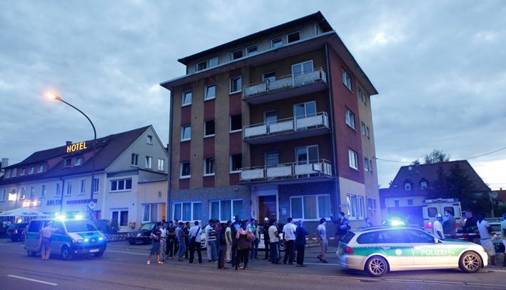 30-07-2013 neu-ulm pfuhl messerstecherei asylunterkunft toter zwiebler new-facts-eu20130730 titel