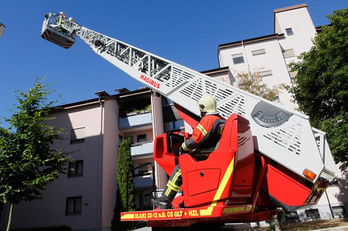 01-08-2013 ulm wohnungsbrand mehrfamilienhaus feuerwehr-ulm zwiebler new-facts-eu20130801 titel