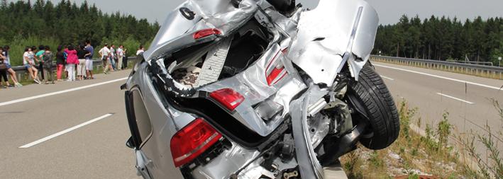03-08-2013 bab-a7 fussen busunfall pkw verletzte vollsperrung poeppel new-facts-eu20130803 titel