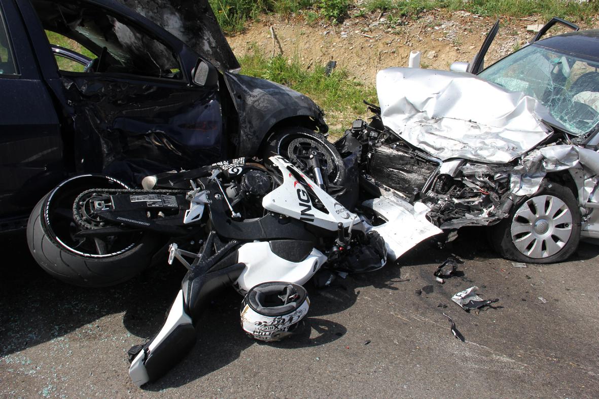 03-08-2013 b309 ried sulzberg motorraeder pkw schwerst unfall poeppel new-facts-eu20130803 0006