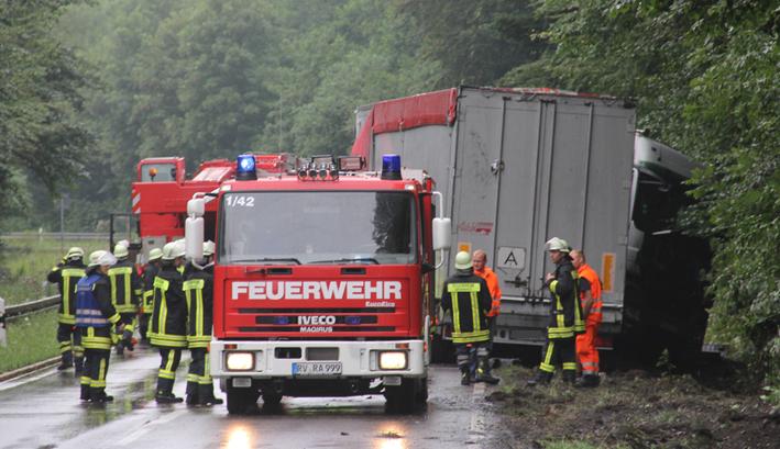 09-08-2013 b32 ravensburg gruenkraut lkw-unfall vollsperrung poeppel titel