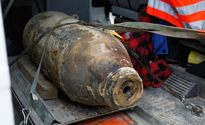 14-08-2013 guenzburg leipheim bombenfund entschaerfung flugplatz polizei kampfmittelraeumdienst zwiebler titel