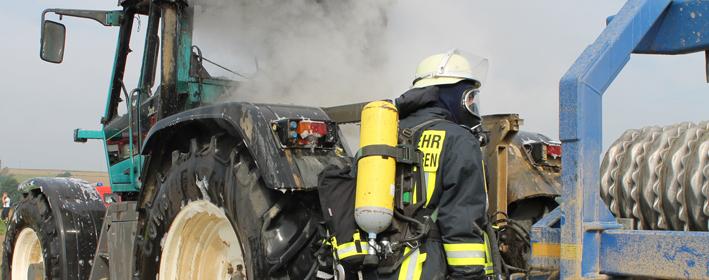 24-08-2013 biberach stafflangen traktorbrand feuerwehr-biberach new-facts-eu titel
