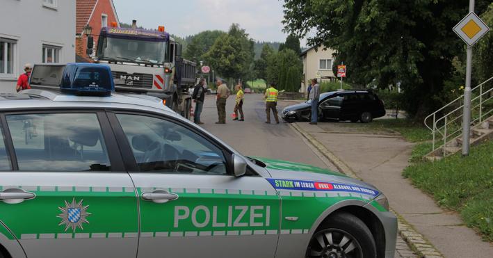 29-08-2013 unterallgaeu groenenbach unfall kipper pkw poeppel new-facts-eu20130829 titel