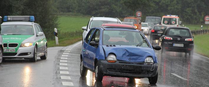 10-09-2013 unterallgau b18 kirchdorf unfall verletzte rettungsdienst poeppel new-facts-eu20130910 titel