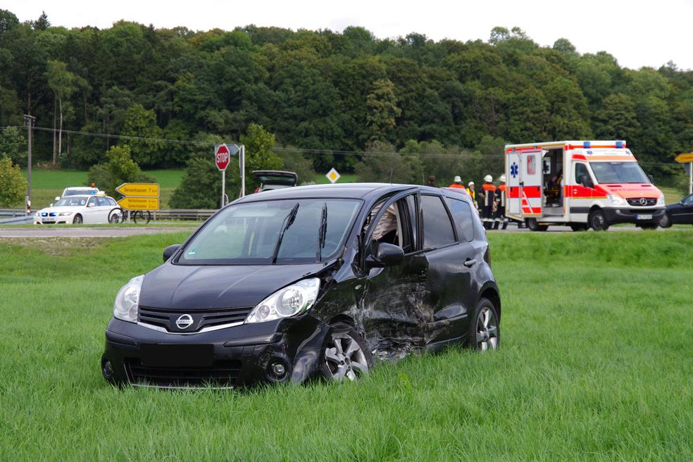 15-09-2013 b300 ebershausen unfall-Verletzte feuerwehr-ebershausen foto-weiss new-facts-eu20130915 0001