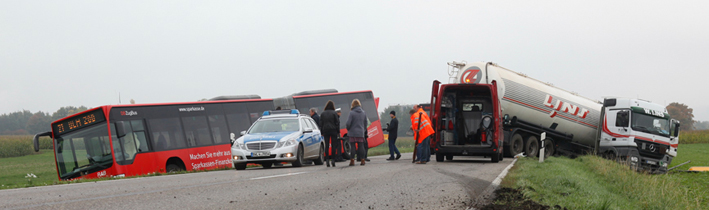 07-10-2013 b311 ehingen silozug bus unfall zwiebler new-facts-eu20131007 titel