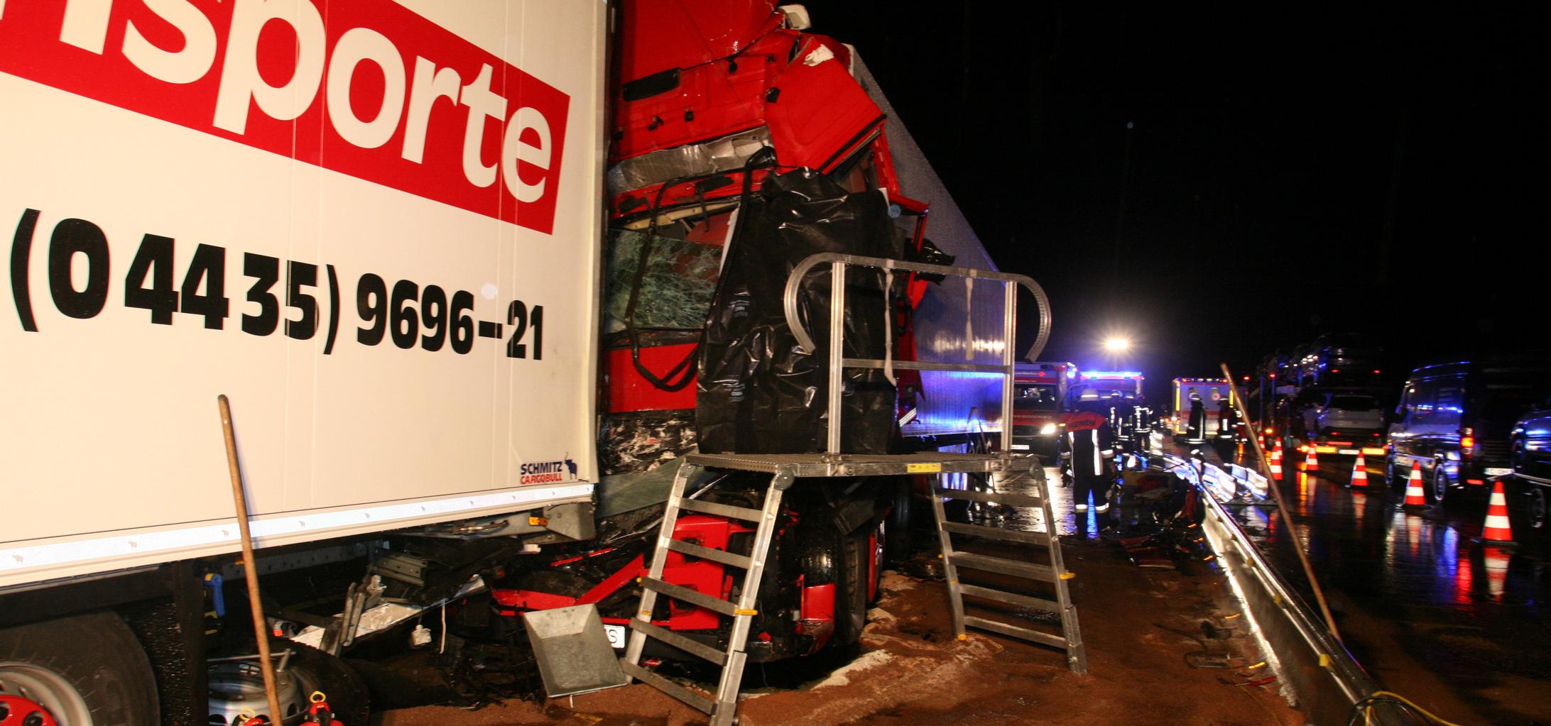 11-10-2013 bab-a8 burgau zusmarshausen lkw-Bus toter unfall zwiebler new-facts-eu20131011 titel