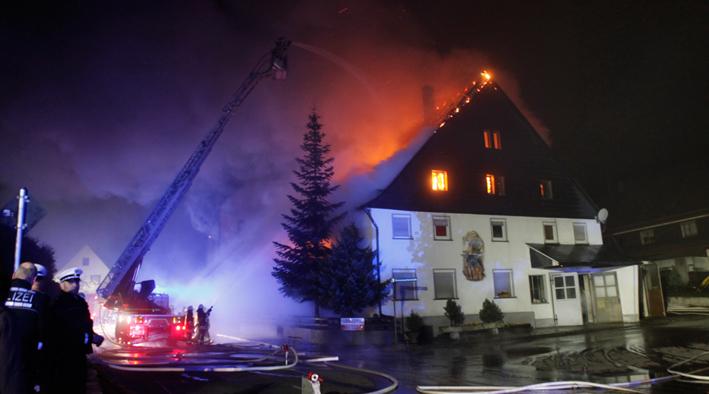 12-10-2013 ulm dornstadt tomerdingen brand wohnhaus zwiebler new-facts-eu20131012 titel
