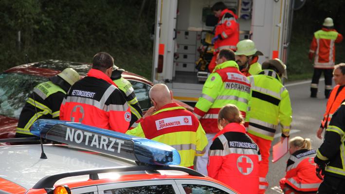 14-10-2013 b18 buxach volkratshofen unfall feuerwehr-memmingen new-facts-eu20131014 titel