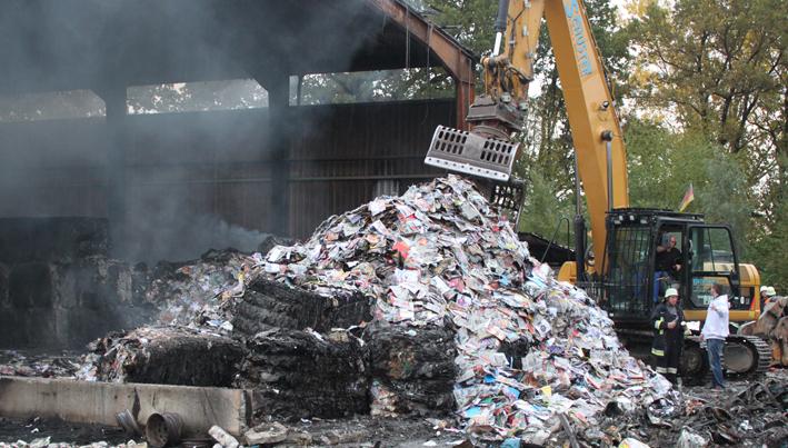 15-10-2013 unterallgäu tussenhausen brand recycling-anlage nachlöscharbeiten poeppel new-facts-eu20131015 titel
