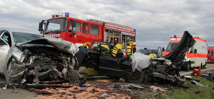 28-10-2013 b300 winterrieden boos schwerer-verkehrsunfall poeppel new-facts-eu20131028 titel