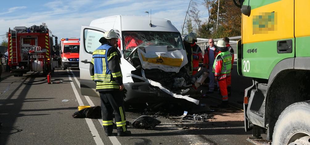 28-10-2013 b10 neu-ulm europastrasse lkw transporter schwer zwiebler new-facts-eu20131028 titel 1