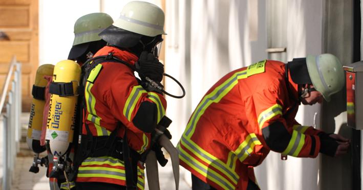 02-11-2013 biberach gutenzell kirche brandschutzubung feuerwehr-gutenzell poeppel new-facts-eu20131102 titel