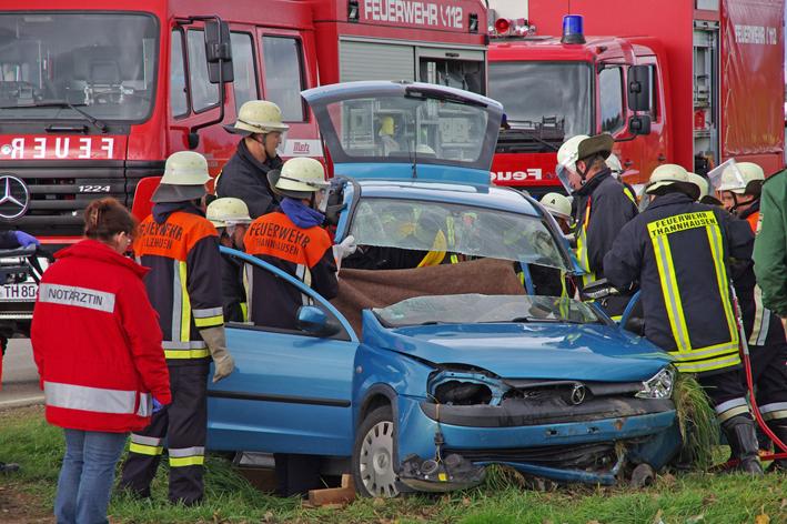 07-11-2013 gunzburg balzhausen unfall eingeklemmt weiss new-facts-eu20131107 titel