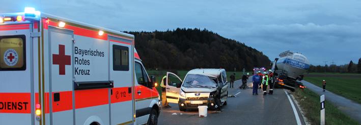 09-11-2013 neu-ulm altenstadt filzingen taxi lkw unfall poeppel new-facts-eu20131109 titel
