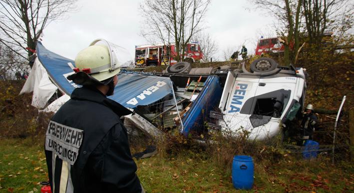 22-11-2013 neu-ulm unterelchingen lkw-unfall zwiebler new-facts-eu20131122 titel