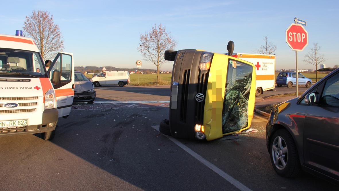 10-12-2013 memmingen europastrasse unfall transporter pkw poeppel new-facts-eu20131210 titel