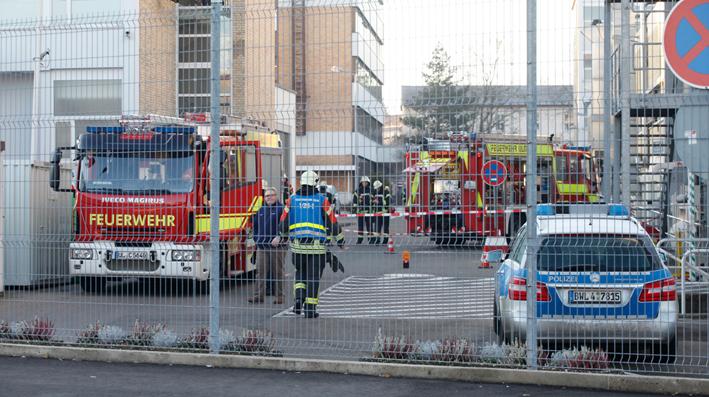 16-12-2013 ulm chemieunfall gefahrgutunfall feuerwehr betrieb zwiebler new-facts-eu20131128 titel