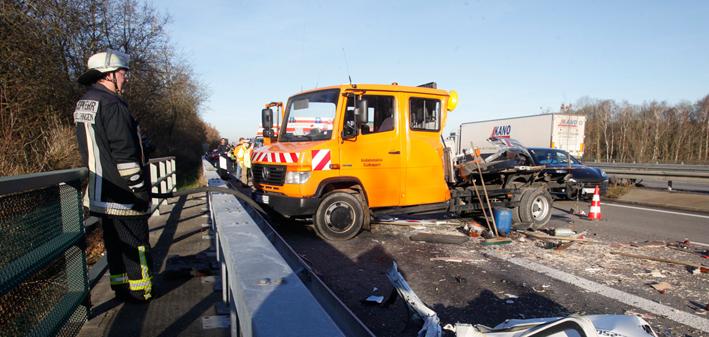 16-12-2013 bab a7 nersingen hittistetten unfall rettungshubschrauber zwiebler new-facts-eu20131128 titel