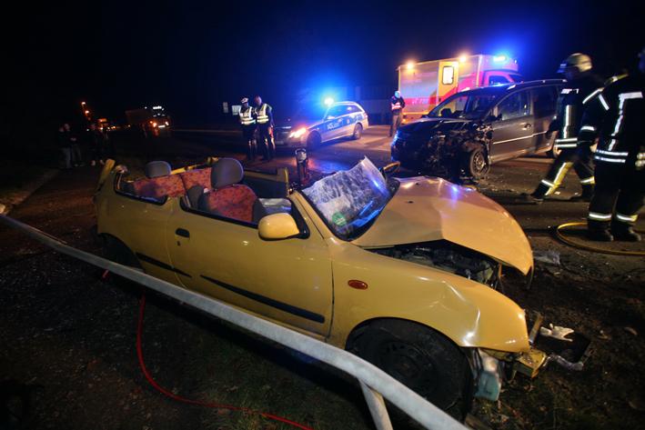 16-12-2013 ulm berliner-ring unfall eingeklemmt feuerwehr zwiebler new-facts-eu20131128 titel