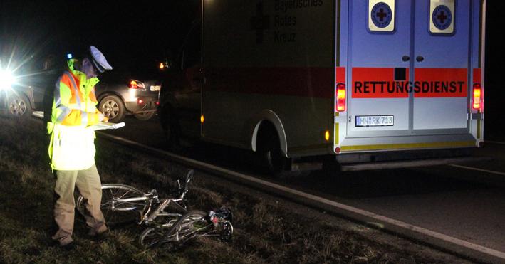 21-12-2013 unterallgau ettringen turkheim pkw radfahrer verletzt poeppel new-facts-eu20131221 titel