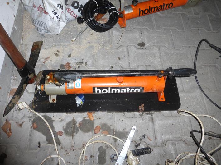 29-12-2013 memmingen egelsee fund polizei new-facts-eu hydraul handzylinder