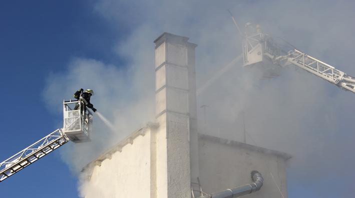 31-12-2013 unterallgau erkheim Industriebrand Schreinerei silo feuerwehr poeppel new-facts-eu20131231 titel