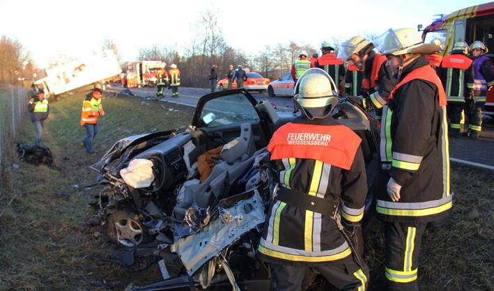 31-12-2013 b31 as-weissensberg unfall pkw lkw junge-frau-tot poeppel new-facts-eu20131231 titel