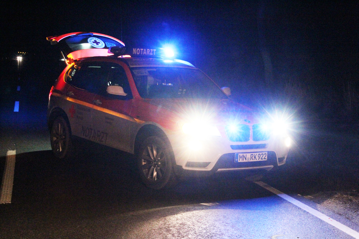 21-12-2013 unterallgau ettringen turkheim pkw radfahrer verletzt poeppel new-facts-eu20131221 0006