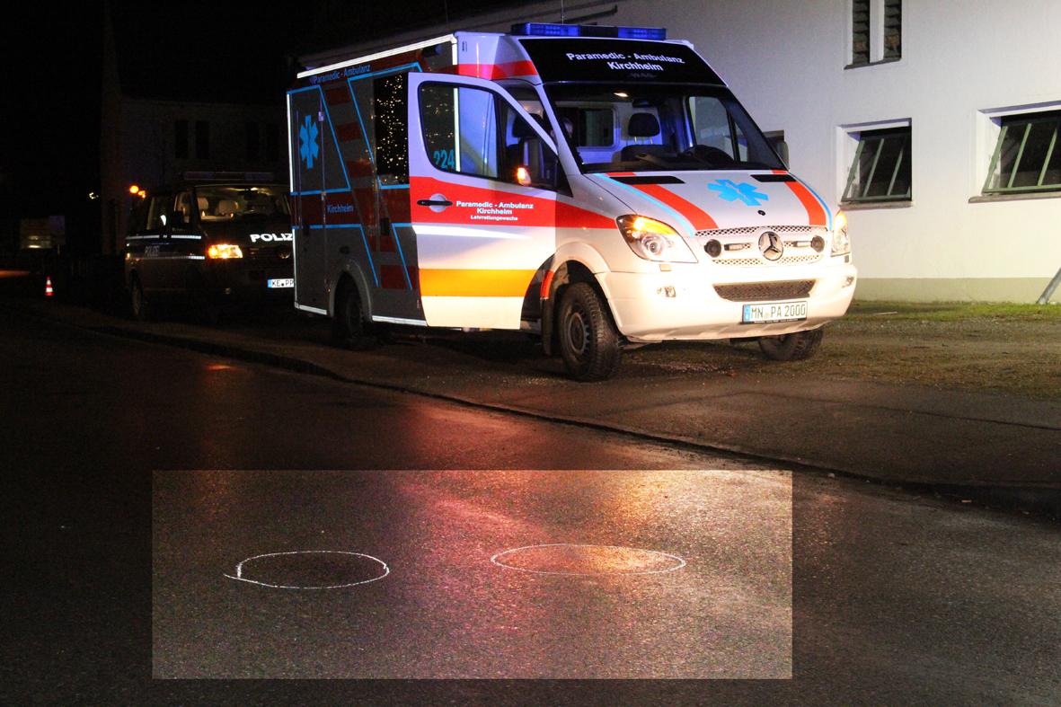 02-01-2014 unterallgau pfaffenhausen unfall pkw-gegen-fussganger feuerwehr poeppel new-facts-eu20140102 0001