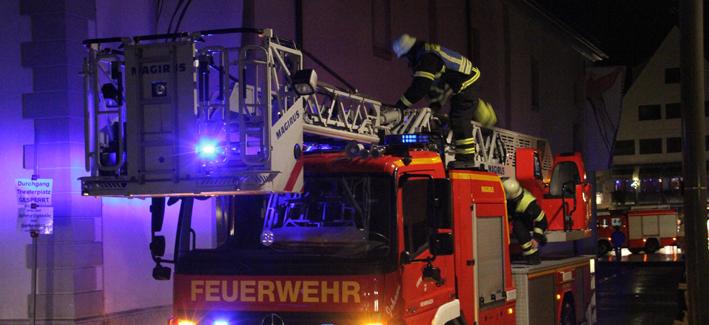 04-01-2014 memmingen theaterplatz notruf brandgeruch feuerwehr poeppel new-facts-eu20140104 titel