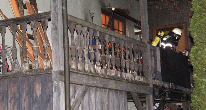 07-01-2014 memmingen theaterplatz brand balkon feuerwehr-memmingen new-facts-eu20140107 titel