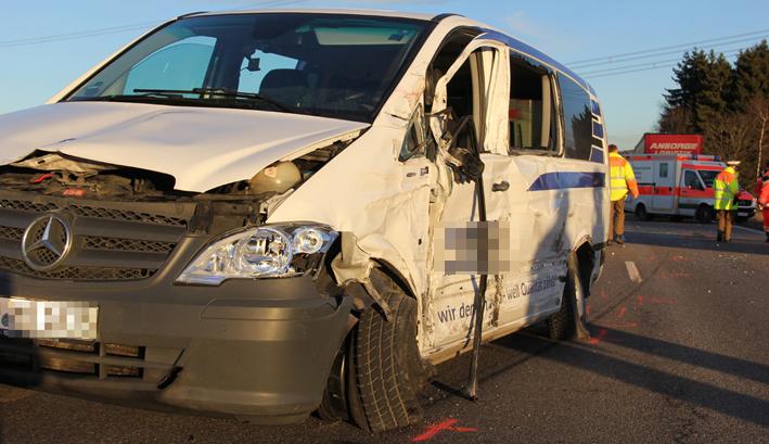 07-01-2014 b12 wilpoldsried unfall-lkw krankenwagen feuerwehr verletzte poeppel new-facts-eu20140107 titel