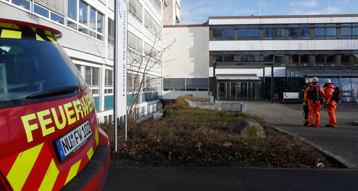 10-01-2014 neu-ulm gefahrguteinsatz lessing-gymnasium zwiebler new-facts-eu20131128 titel