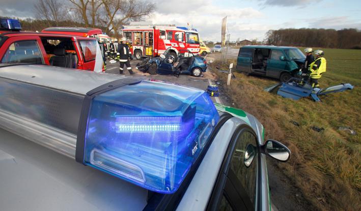 10-01-2014 neu-ulm elchingen st2012 unfall eingeklemmt feuerwehr zwiebler new-facts-eu20131128 titel