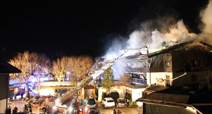 15-01-2014 oberallgaeu oberstdorf grossbrand hotel traube feuerwehr benli new-facts-eu20140115 titel