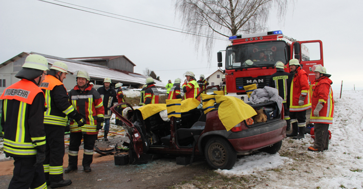 16-01-2014 unterallgau zell kronburg unfall verletzte feuerwehr groll new-facts-eu20140116 titel