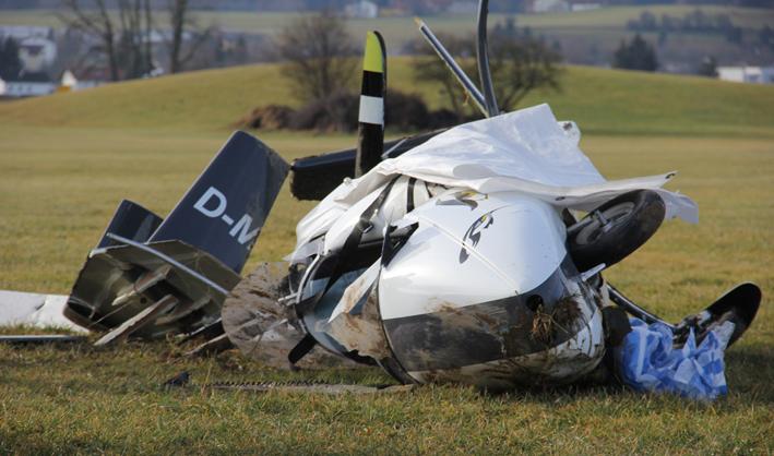 18-01-2014 oberallgau durach flugunfall schwerverletzt feuerwehr-durach poeppel new-facts-eu20140118 titel