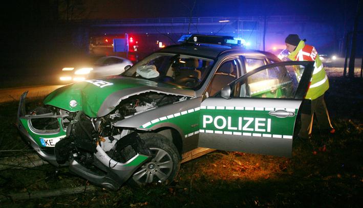 18-01-2014 neu-ulm europastrasse polizeifahrzeug einsatzfahrt unfall zwiebler new-facts-eu20131128 titel