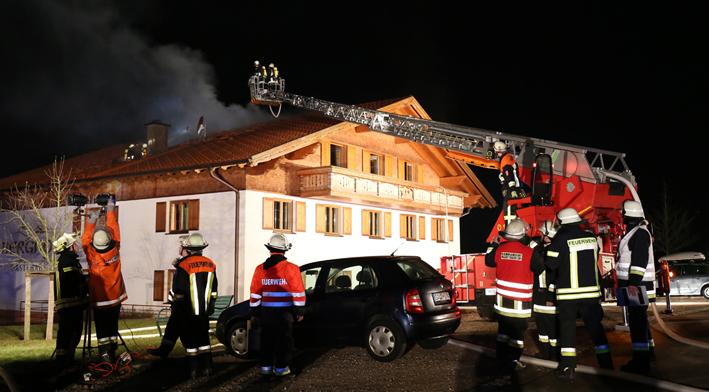 18-01-2014 ostallgau wald brand landgasthof feuerwehr bringezu new-facts-eu20140118 titel