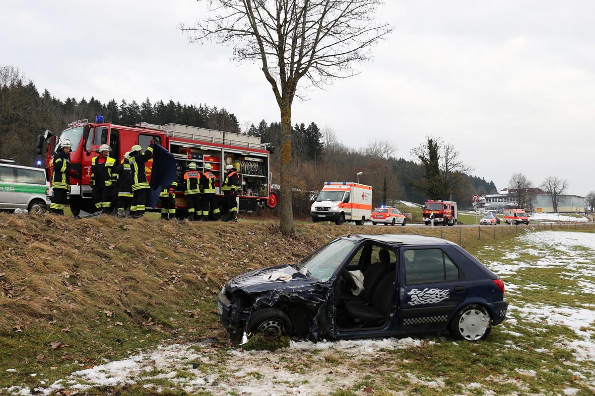 01-02-2014 oberallgau haldenwang boerwang oa12 unfall feuerwehr verletzte bringezu new-facts-eu20140201 0001